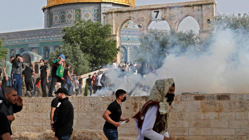 إصابة 4 عناصر من الشرطة الإسرائيلية في عملية دهس وإسرائيل تعلن حي الشيخ جراح منطقة عسكرية