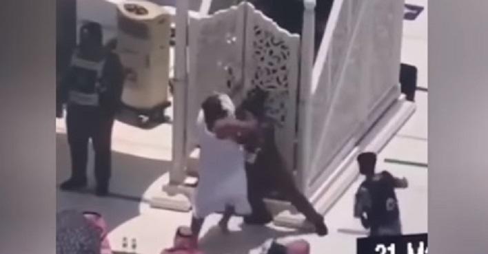 الكشف عن جنسية المعتدي على امام الحرم المكي وكلمة واحدة قالها بعد القبض عليه