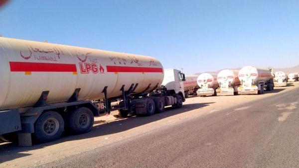 مليشيا الحوثي تنهب مقطورتي غاز في ذمار