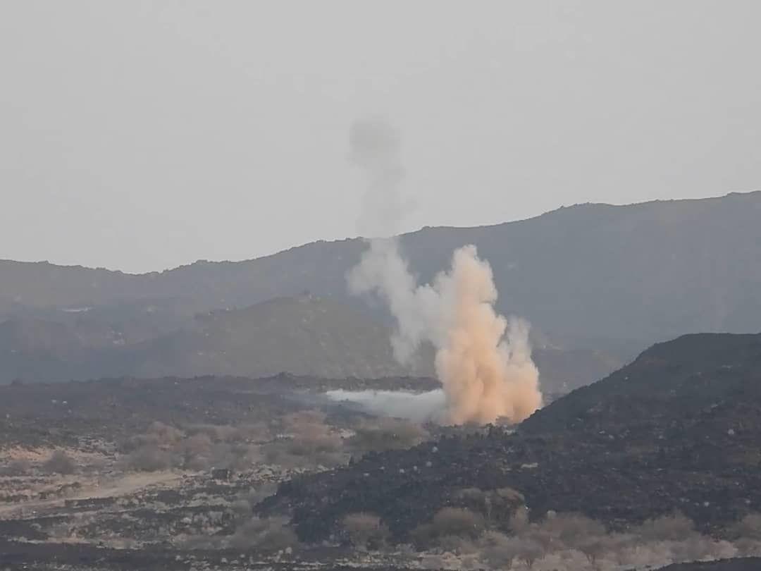 مدفعية الجيش تستهدف مواقع وتعزيزات المليشيا وتكبدها خسائر فادحة