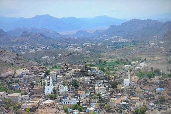 مليشيا الحوثي تطلق النار على مواطنين في الضالع وتمنعهم من أخذ لقاح كورونا
