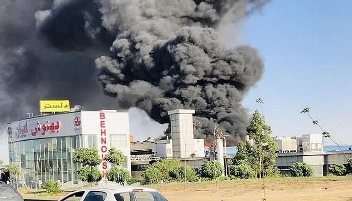 حوادث مستمرة وسط غموض حول الأسباب.. حريق ضخم في مصنع مشروبات غرب طهران