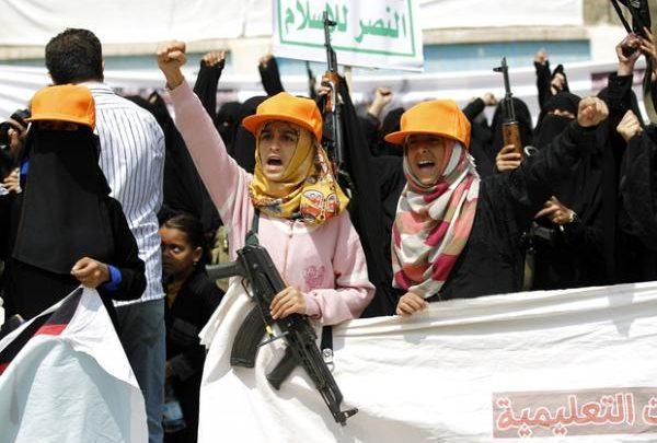 """الحوثيون يأمرون الزينبيات بهذه """"المهمة القذرة"""" في أحياء صنعاء"""