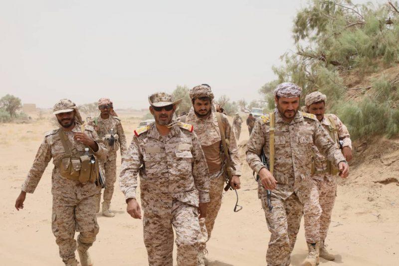 الفريق صغير بن عزيز يتفقد الجيش والمقاومة الشعبية غرب مأرب