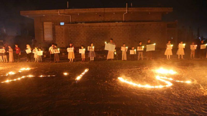 تنديداً بالمحرقة الحوثية في مأرب .. وقفة احتجاجية أمام منزل الطفلة ليان طاهر