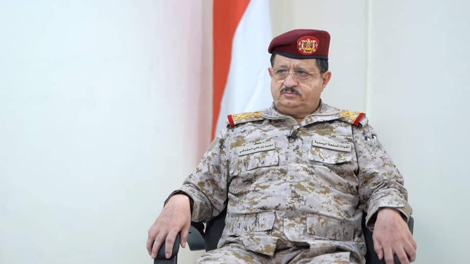 وزير الدفاع: المعركة التي يخوضها الجيش ومعه أبناء الشعب اليمني هي معركة الأمّة ضد المشروع الإيراني الطائفي