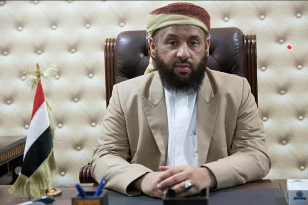 وزير الأوقاف يوقف القرشي عن عمله ويحيله للتحقيق