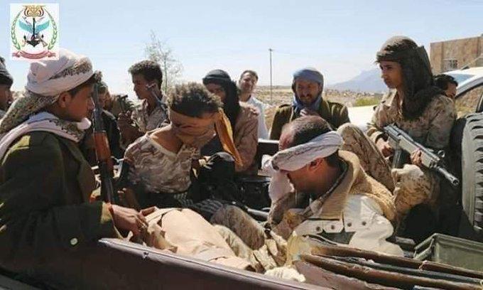بالتزامن مع وصول جثث قيادات كبيرة إلى صنعاء.. الكشف عن اسر عشرات الحوثيين بينهم قائد هجوم جبهة البلق (صورة)