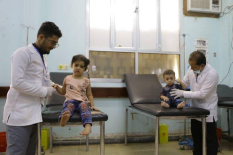 الحكومة تدين قصف المليشيا للأحياء السكنية بمأرب وتطالب المجتمع الدولي بتصنيفها جماعة إرهابية