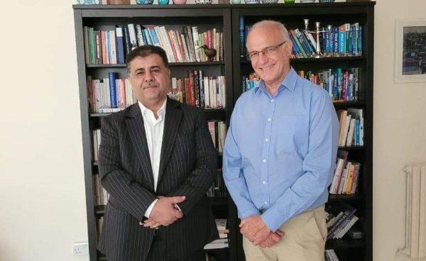 الشيخ احمد العيسي يناقش مع السفير البريطاني لدى بلادنا جهود إحلال السلام في اليمن