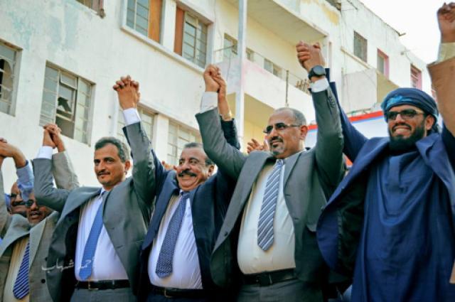 عيدروس الزبيدي وعصابة الأربعين حرامي تسرق الحياة من عدن