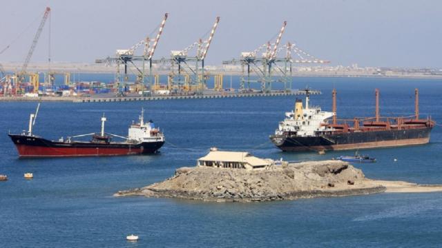 رئيس موانئ عدن يؤكد العمل على إزاحة البواخر المتهالكة ووضع الخطط اللازمة