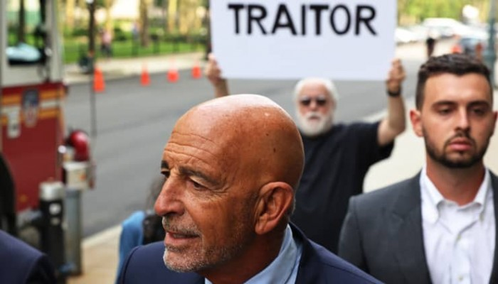 """مثول المتهم بالعمالة للإمارات """"توم باراك"""" أمام محكمة بروكلين الفيدرالية بنيويورك"""