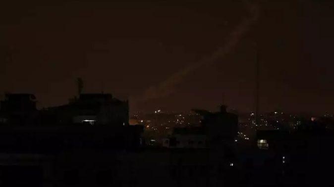 في ظل عجز حكومة معين عبدالملك.. العاصمة عدن تغرق في ظلام دامس