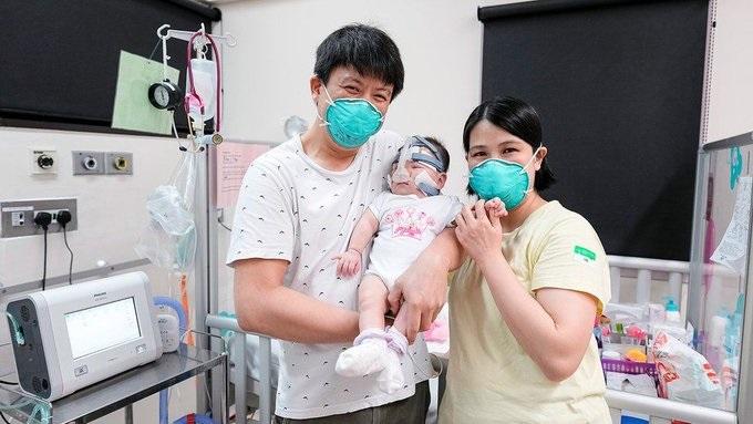 بعد 13 شهرا في المستشفى.. تمكنت اصغر طفلة في العالم وزنها 212 غرام وطولها 24 سم من النجاة