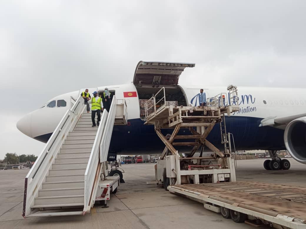 وصول أكثر من 150 ألف جرعة من لقاح جونسون آند جونسون المضاد لفيروس كورونا إلى مطار عدن