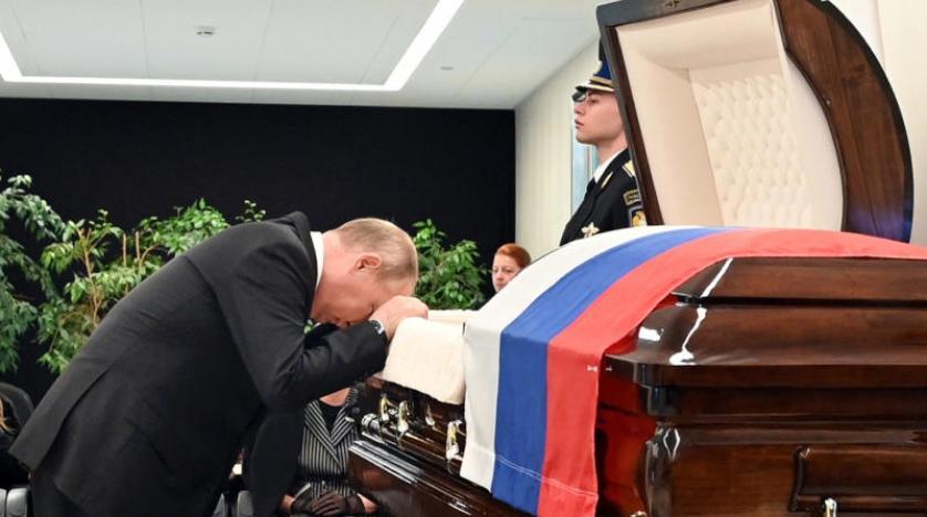 شاهد.. الرئيس الروسي فلاديمير بوتين يظهر وهو يبكي لهذا السبب!