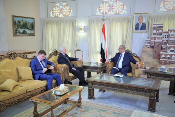 الحكومة تبحث مع سفيري روسيا وأمريكا تقديم الدعم الإقتصادي والإنساني لليمن