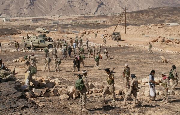 رغم الدعوات الدولية للسلام.. الحوثيون يندفعون جنوباً بتسهيل من المجلس الانتقالي