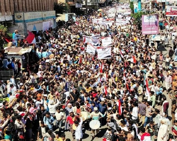 تعز تشهد عرضا كرنفاليا ومهرجانا خطابي بمناسبة الذكرى الـ59 لثورة 26 سبتمبر