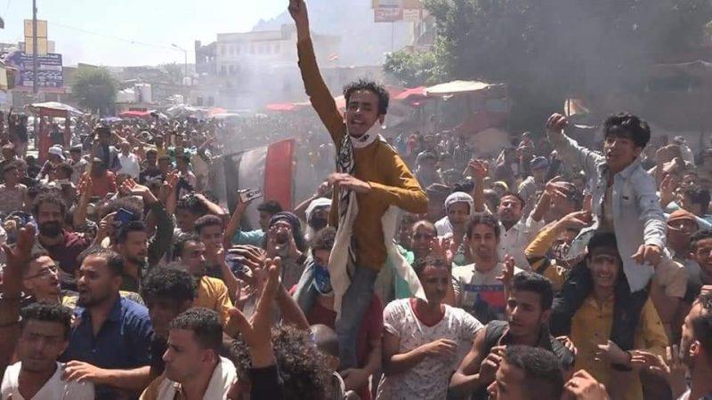 اطلاق النار على احتجاجات شعبية في تعز ضد حكومة معين عبدالملك