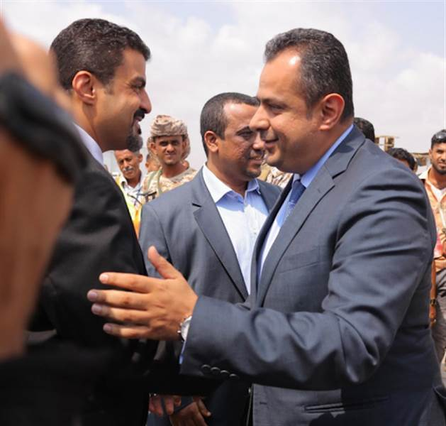 """عودة """"معين عبد الملك"""" المفاجئة إلى عدن.. خطوة فردية أم بضمانٍ من قبل السعودية راعية اتفاق الرياض؟"""