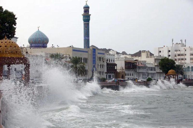 """توقعات بتحول العاصفة """"شاهين"""" إلى إعصار مداري خلال الـ24 سعة القادمة"""